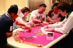カジノのテーブルゲームで遊んでいます