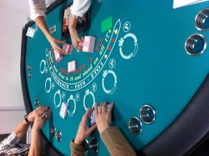 カジノでは決まった方法でシャッフルしなければなりません