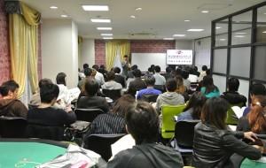 オリエンテーションを受ける日本カジノスクール新入生