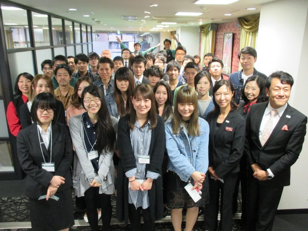 日本カジノスクール新入生集合写真